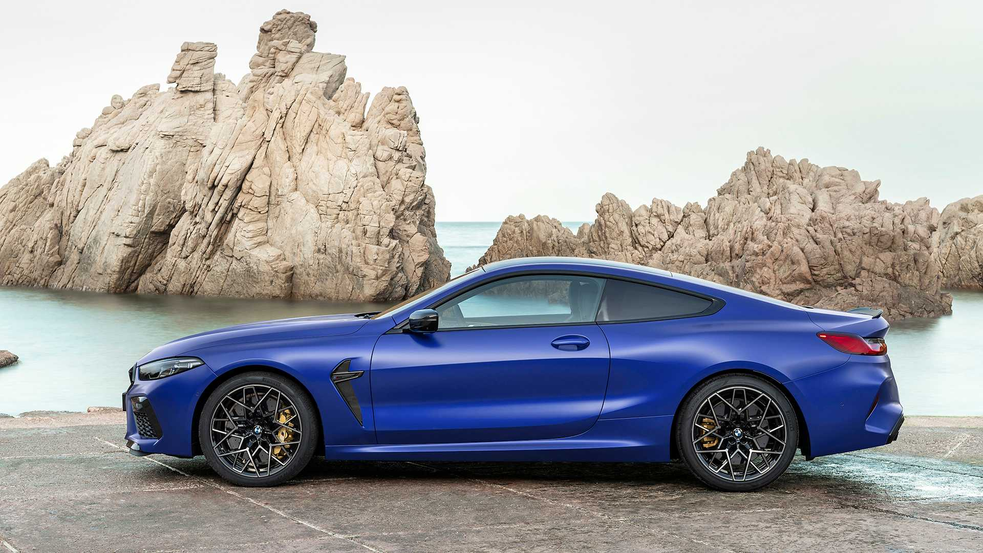 2019-bmw-m8-coupe-35