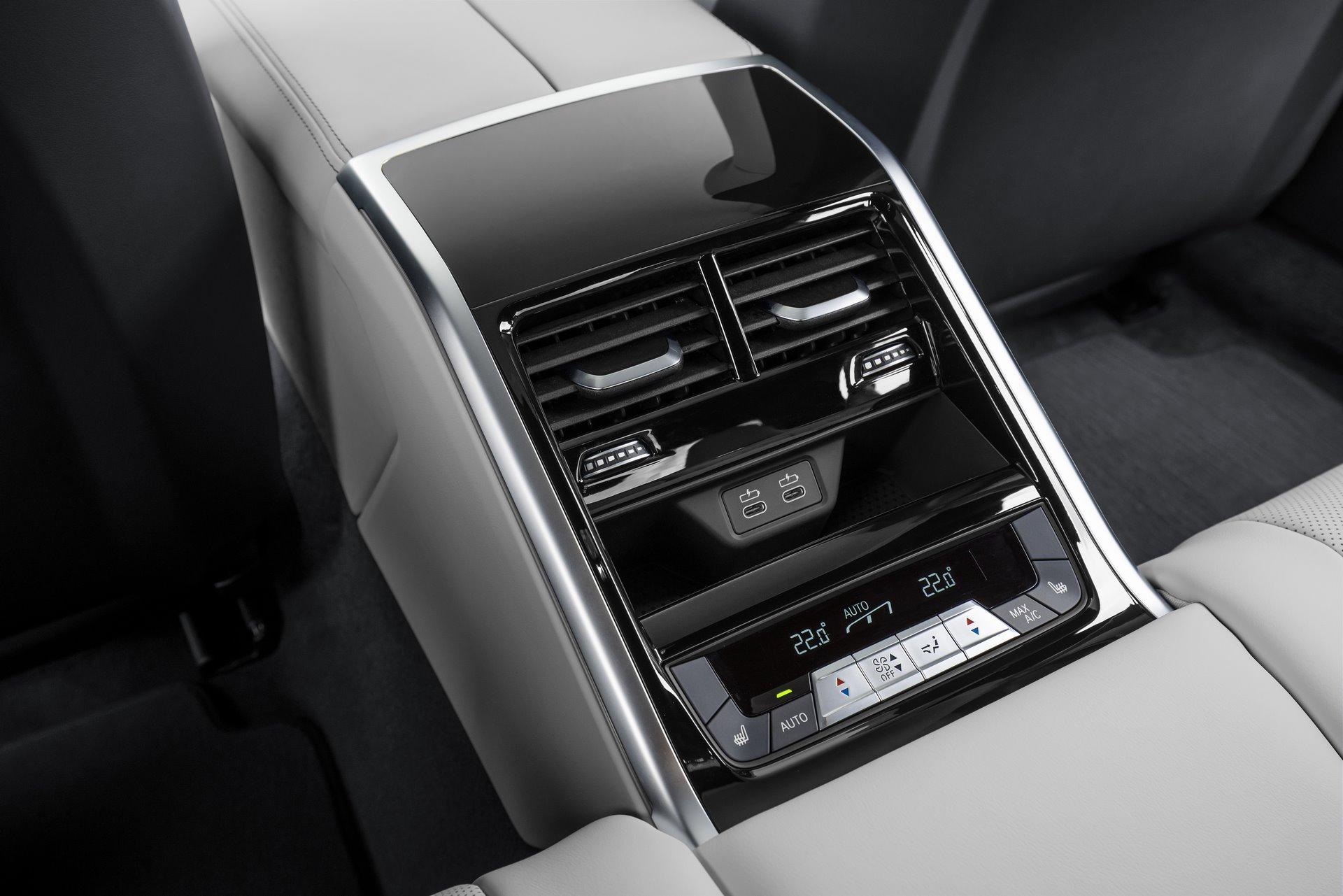 BMW-M8-Gran-Coupe-2020-125