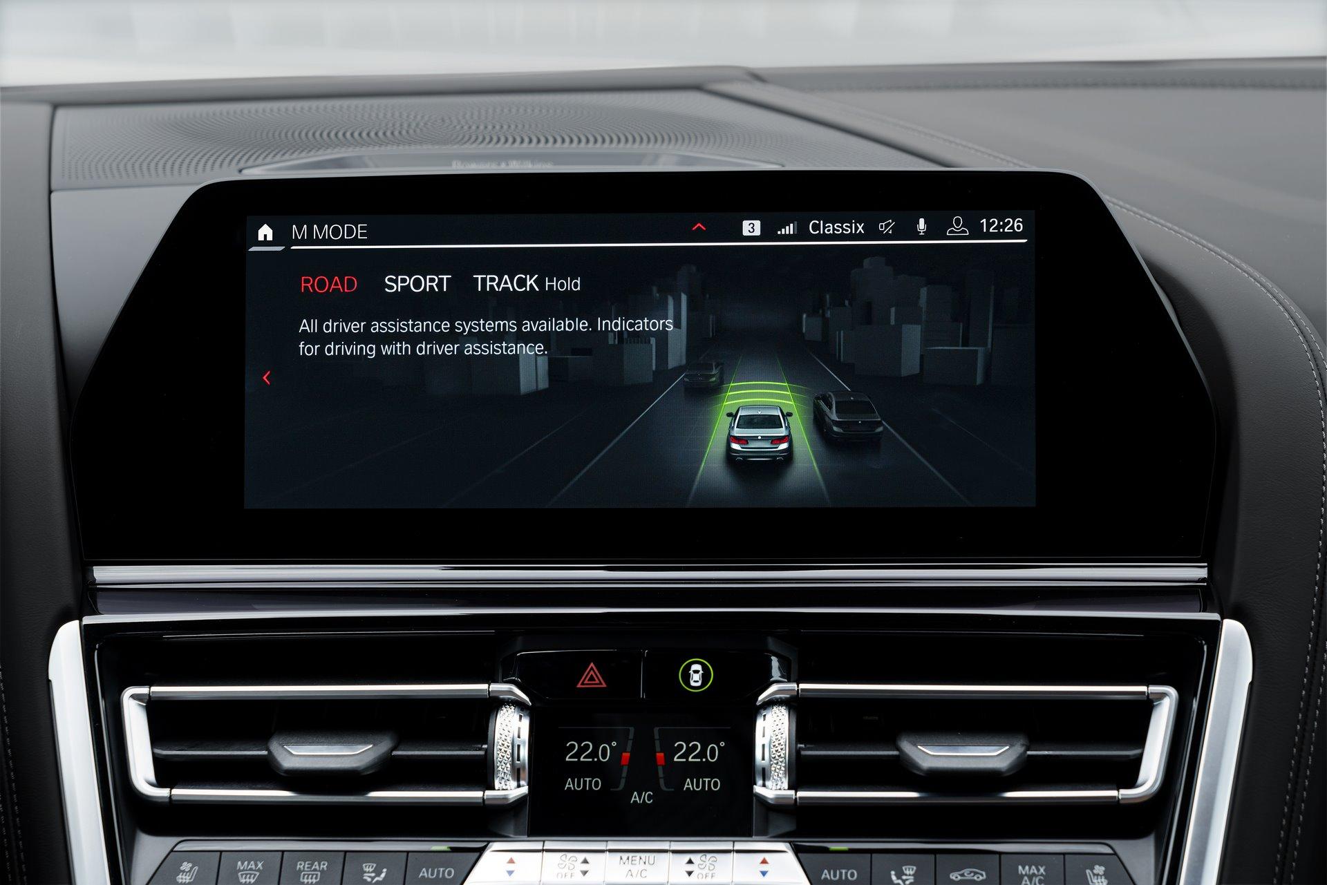 BMW-M8-Gran-Coupe-2020-131