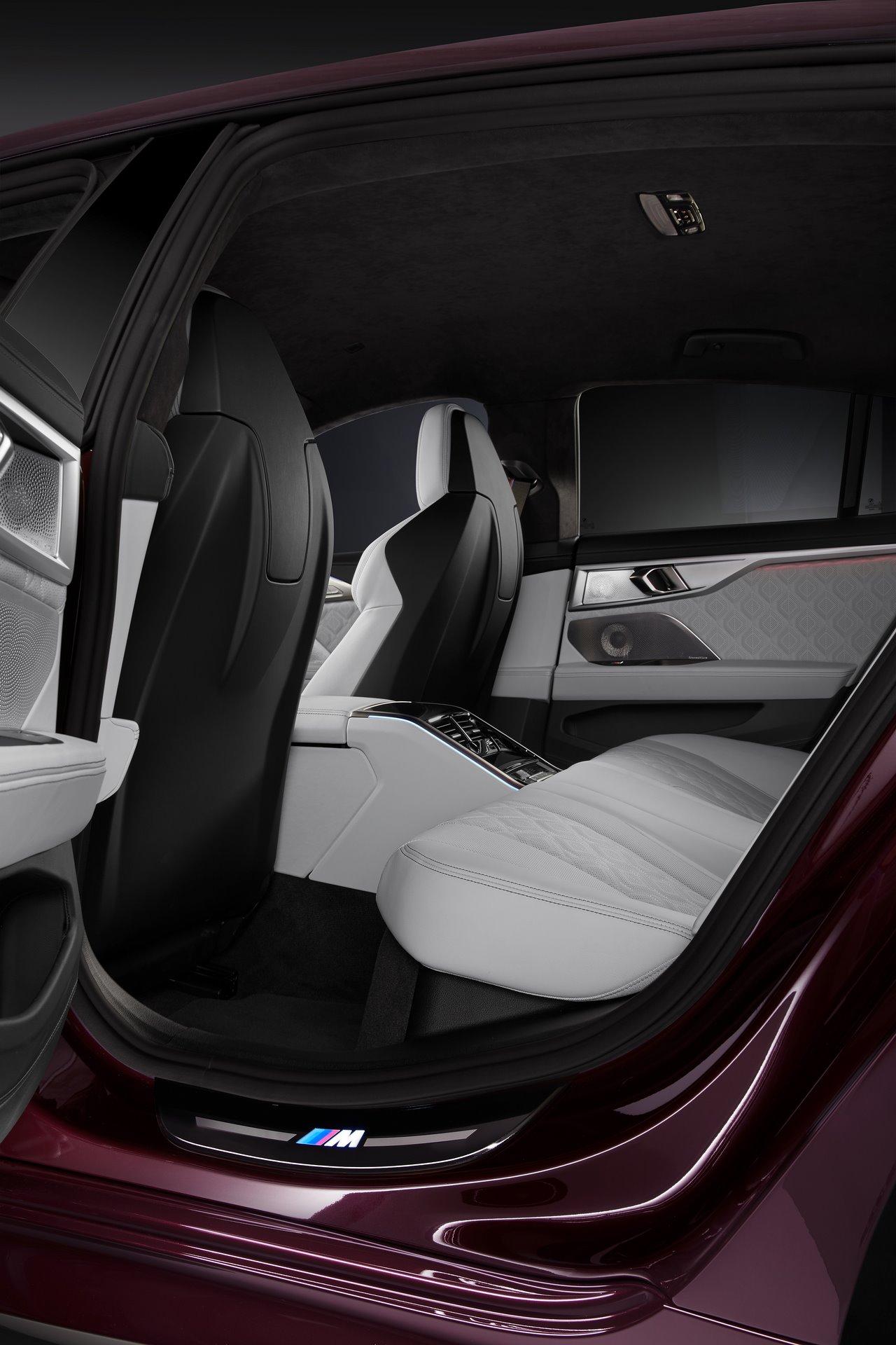 BMW-M8-Gran-Coupe-2020-25