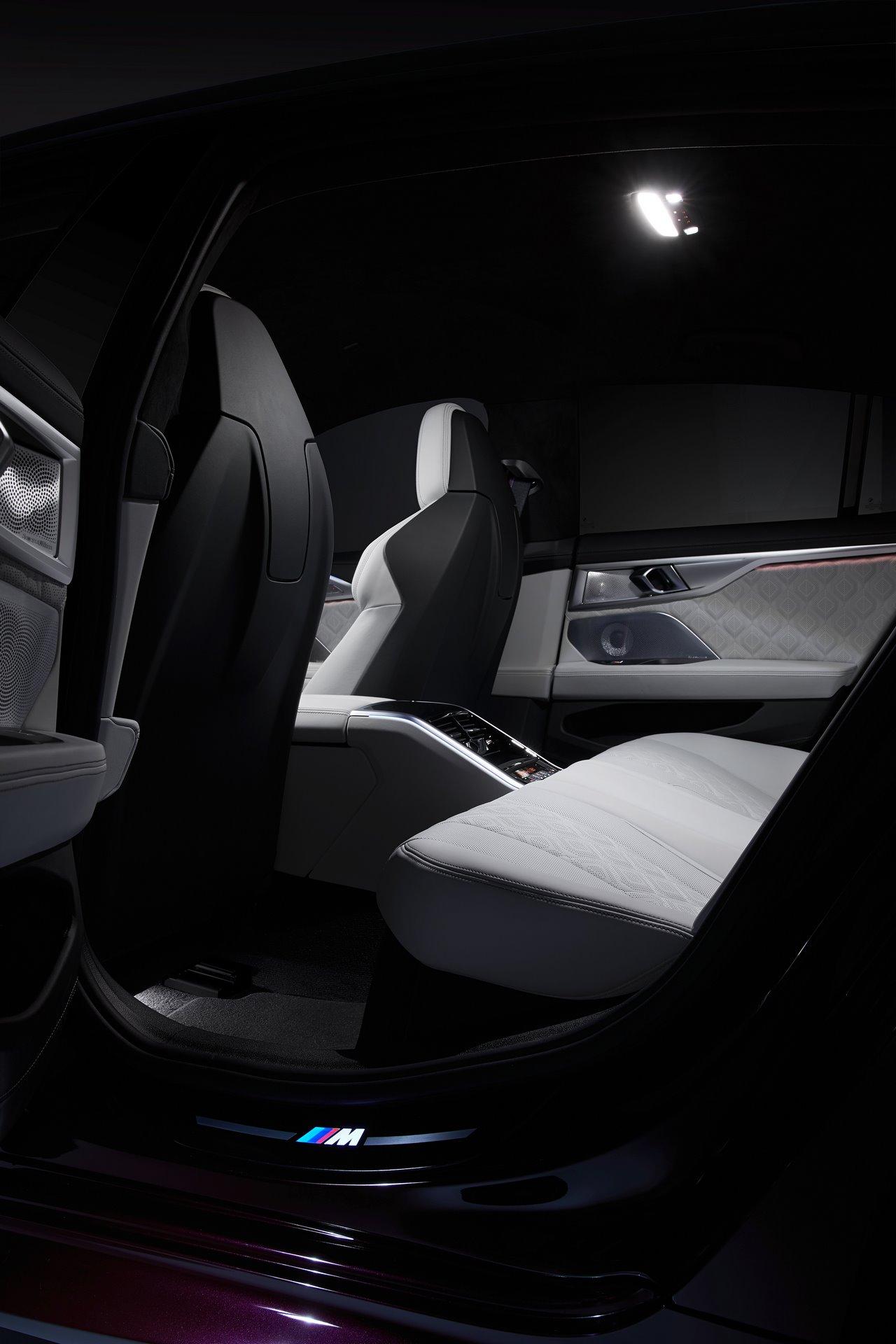 BMW-M8-Gran-Coupe-2020-26