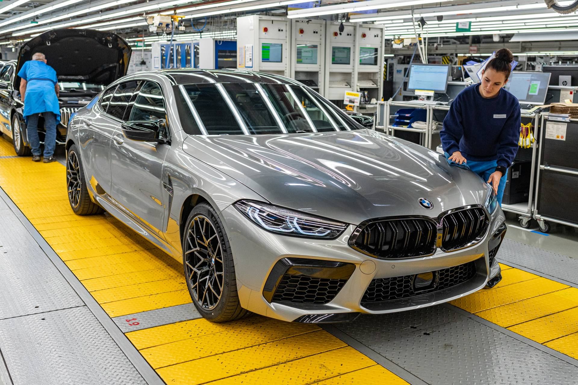 BMW-M8-Gran-Coupe-production-plant-factory-1