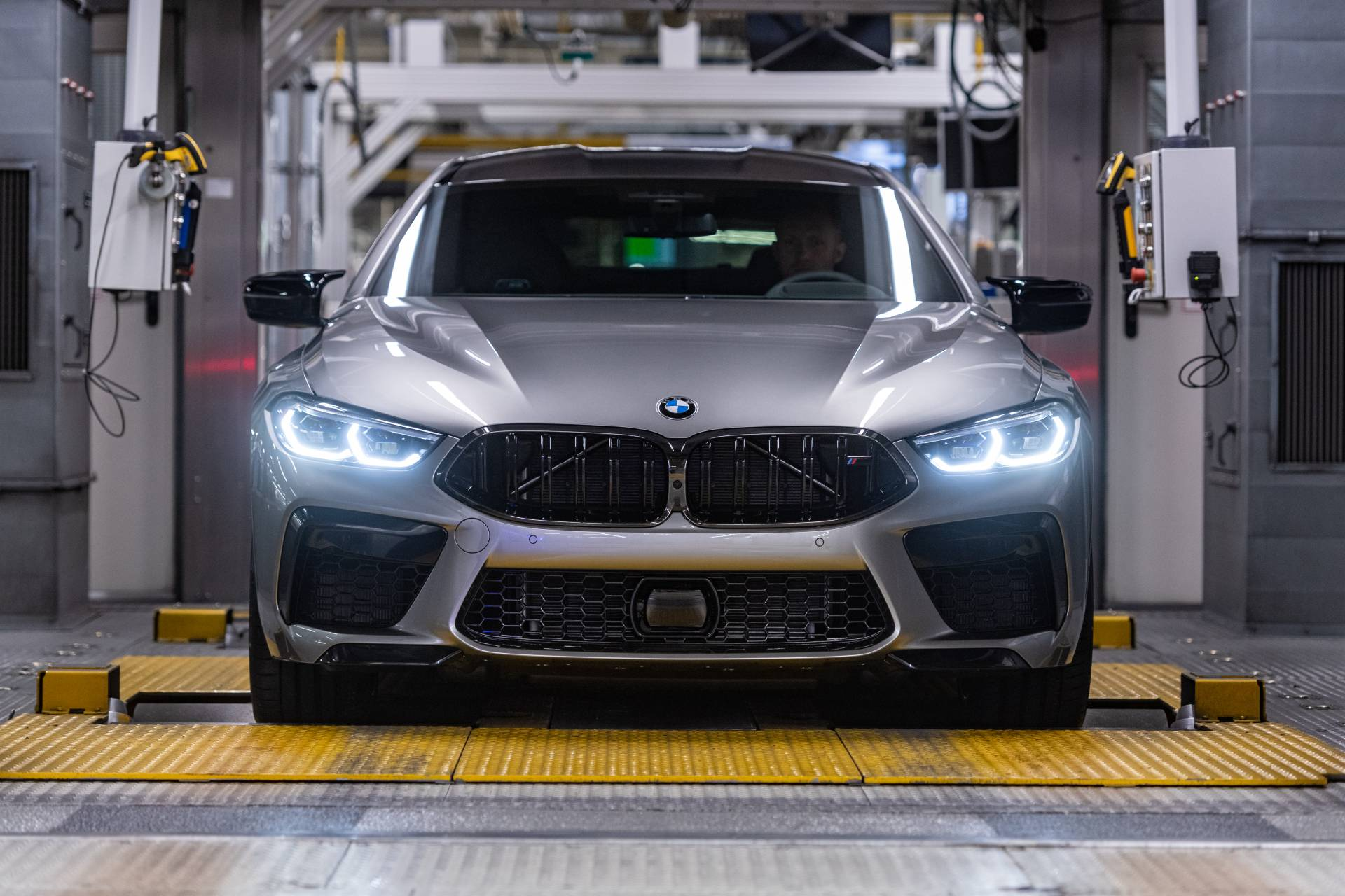 BMW-M8-Gran-Coupe-production-plant-factory-5