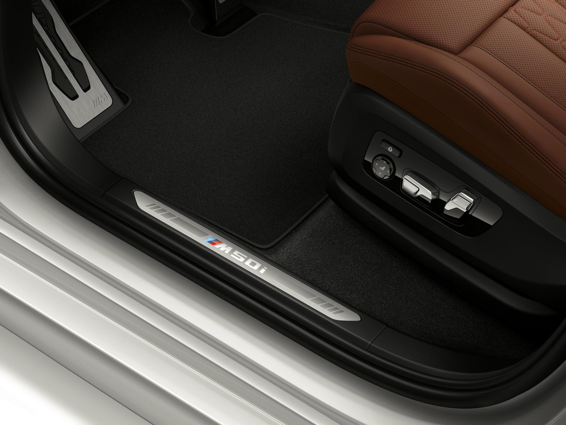 BMW-X7-M50i-3