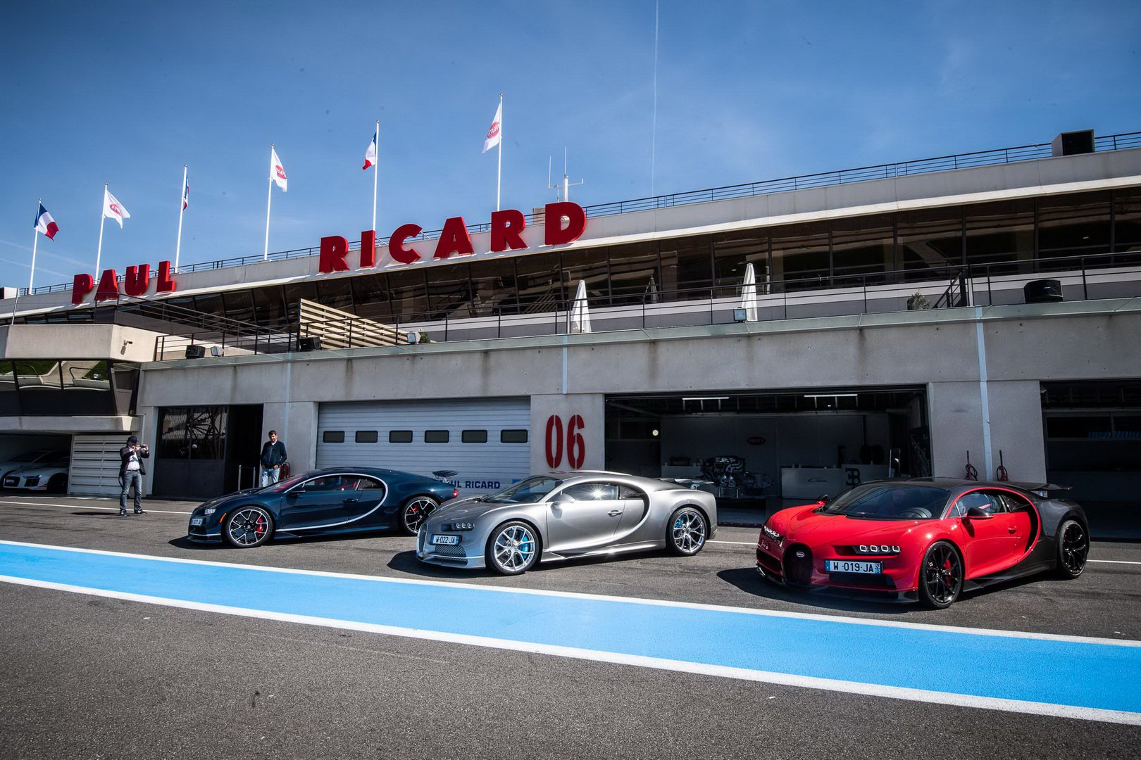 Bugatti-Chiron-and-Chiron-Sport-at-Paul-Ricard-Circuit-2