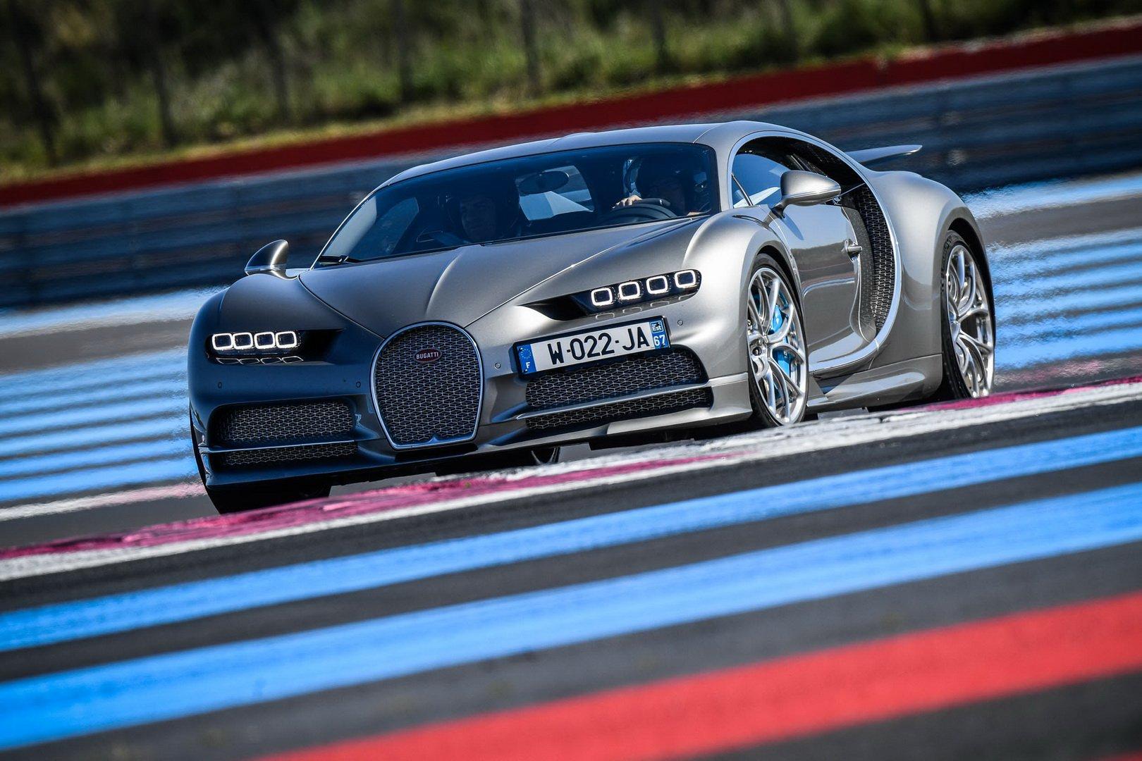 Bugatti-Chiron-and-Chiron-Sport-at-Paul-Ricard-Circuit-5
