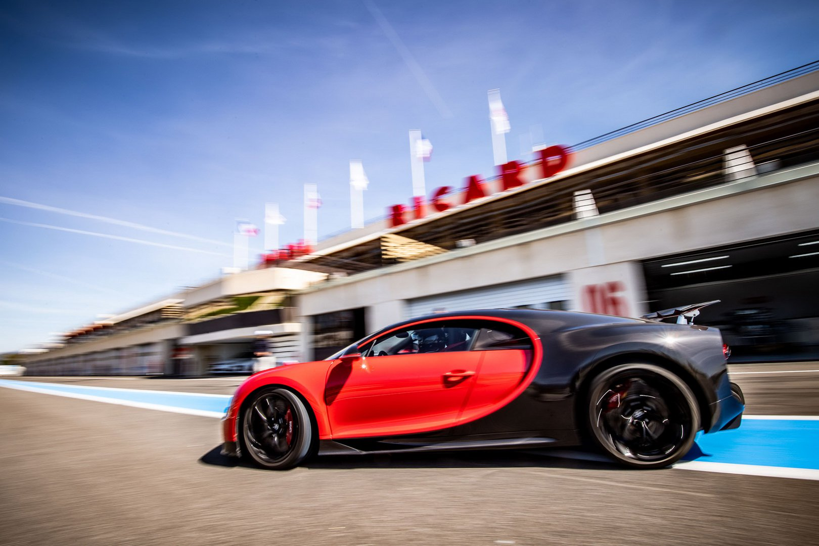 Bugatti-Chiron-and-Chiron-Sport-at-Paul-Ricard-Circuit-6