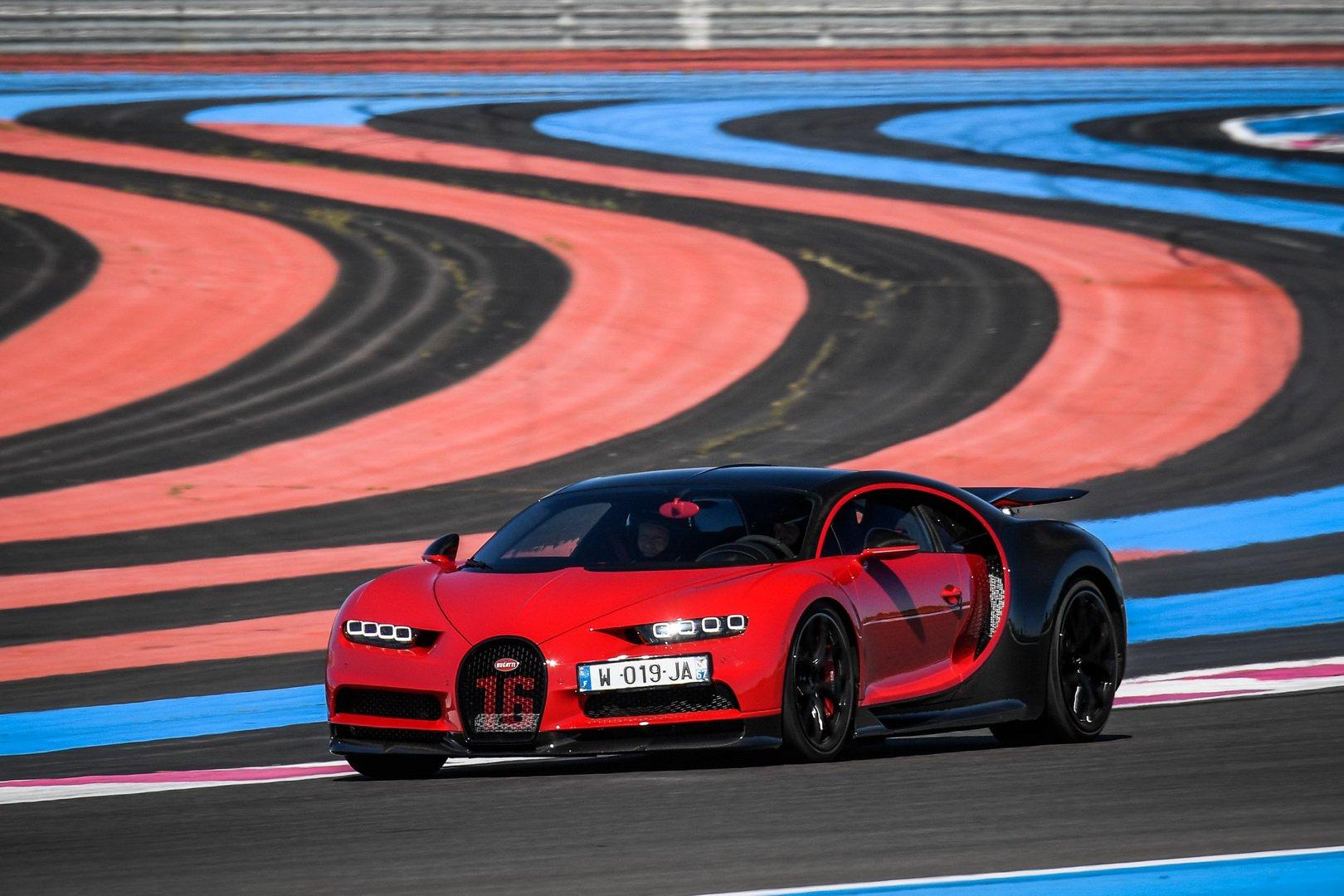 Bugatti-Chiron-and-Chiron-Sport-at-Paul-Ricard-Circuit-7