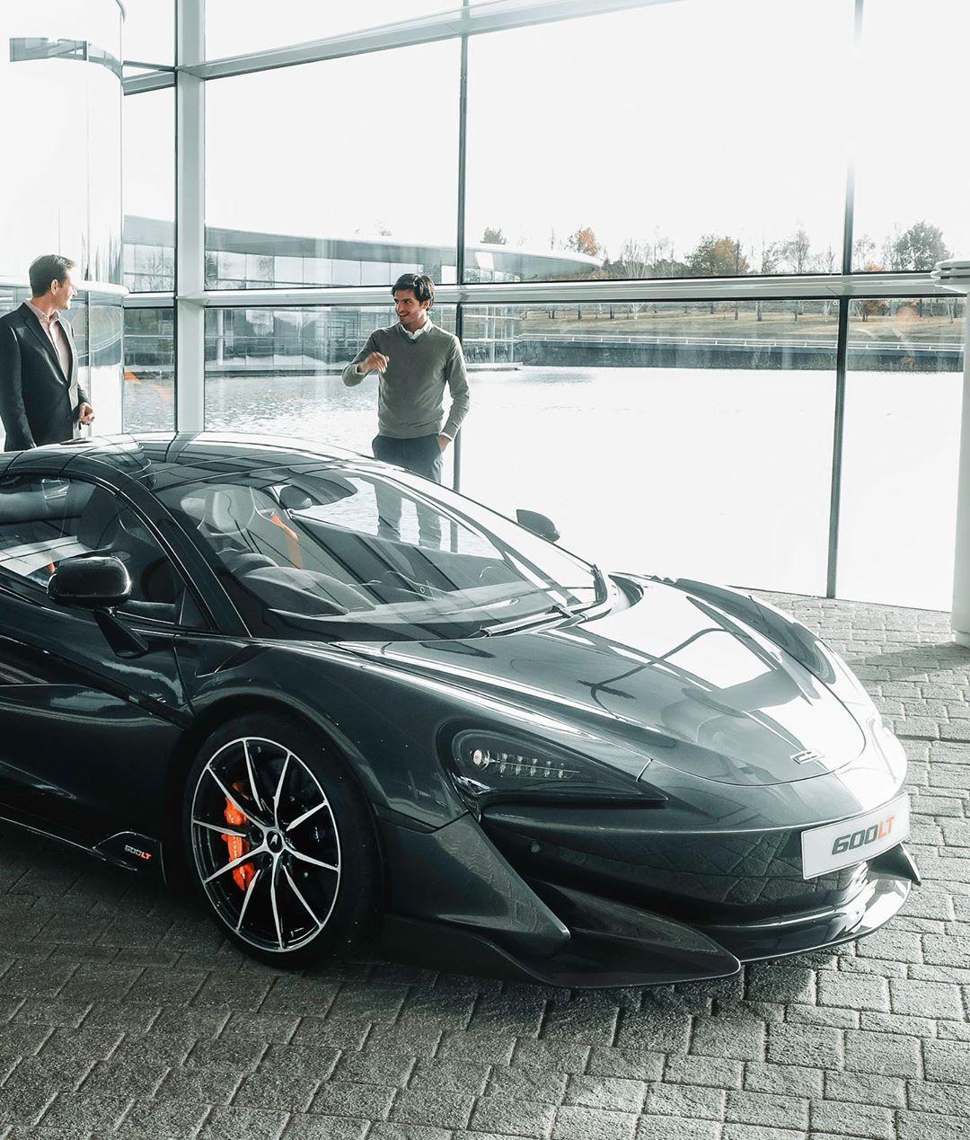 Carlos-Sainz-McLaren-600LT-Spider-4