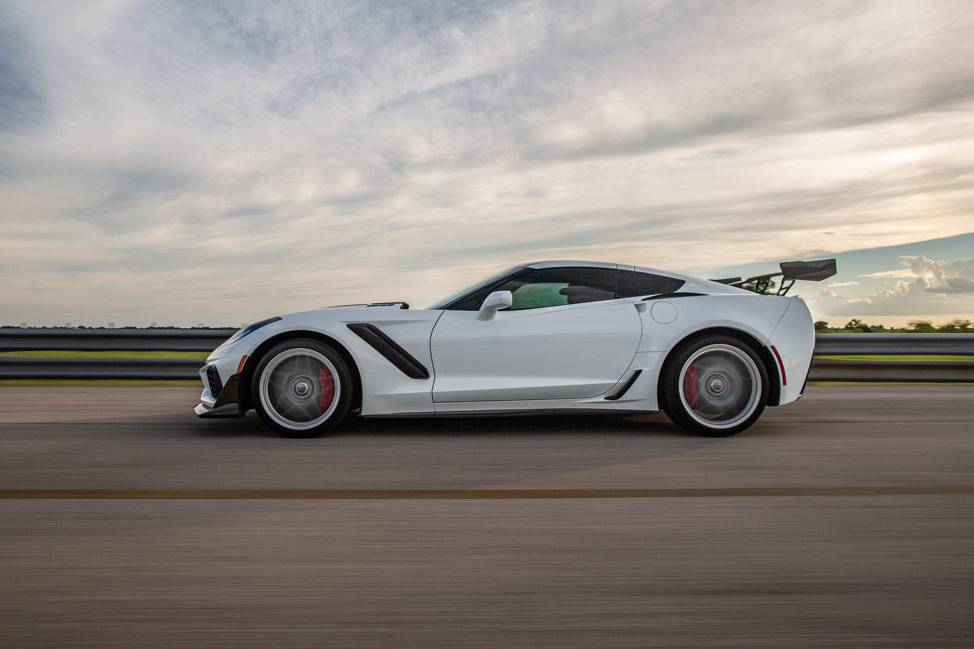 Chevrolet-Corvette-ZR1-by-Hennessey-2