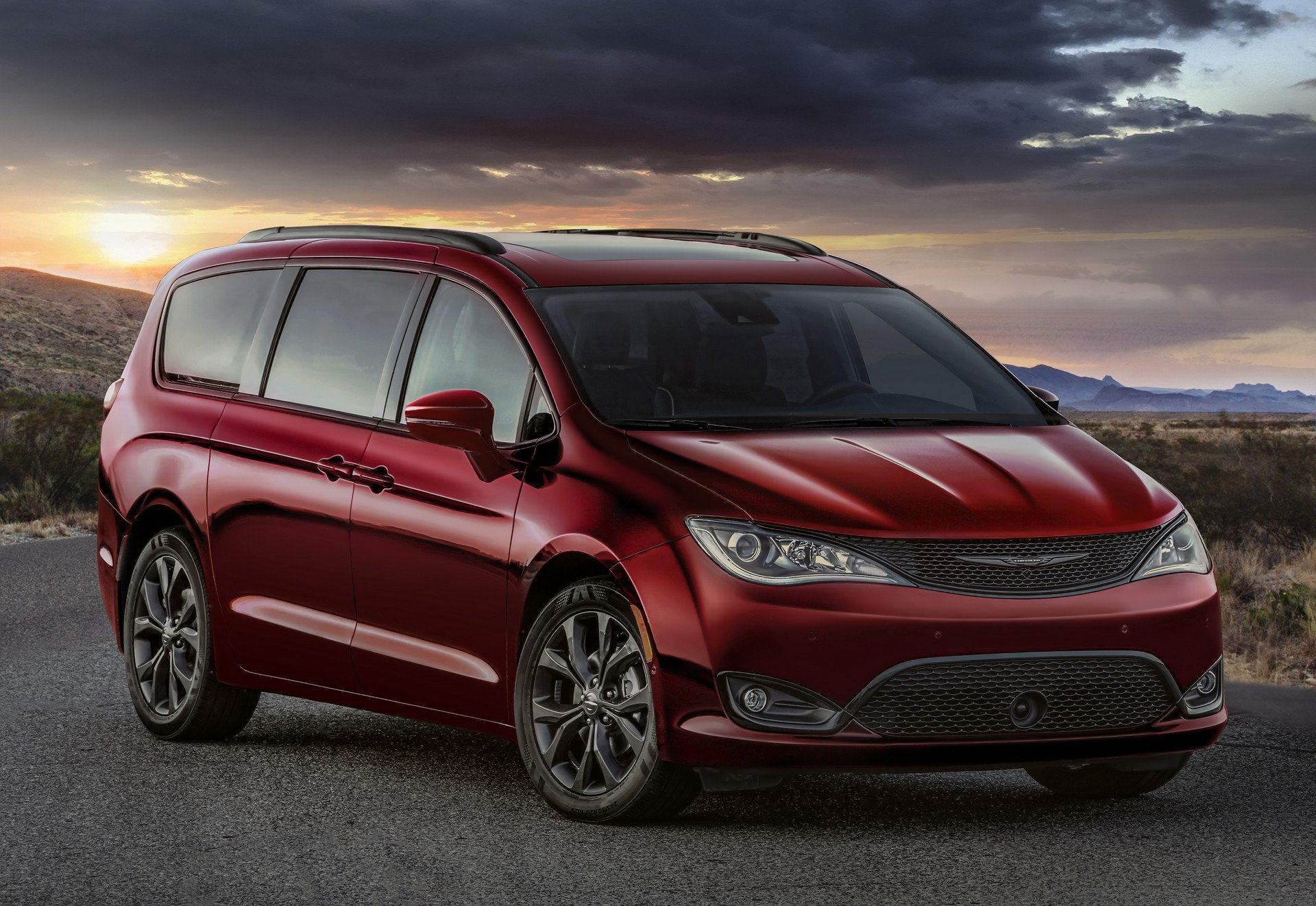 394dc5b7-chrysler-pacifica-35th-anniversary-edition-1