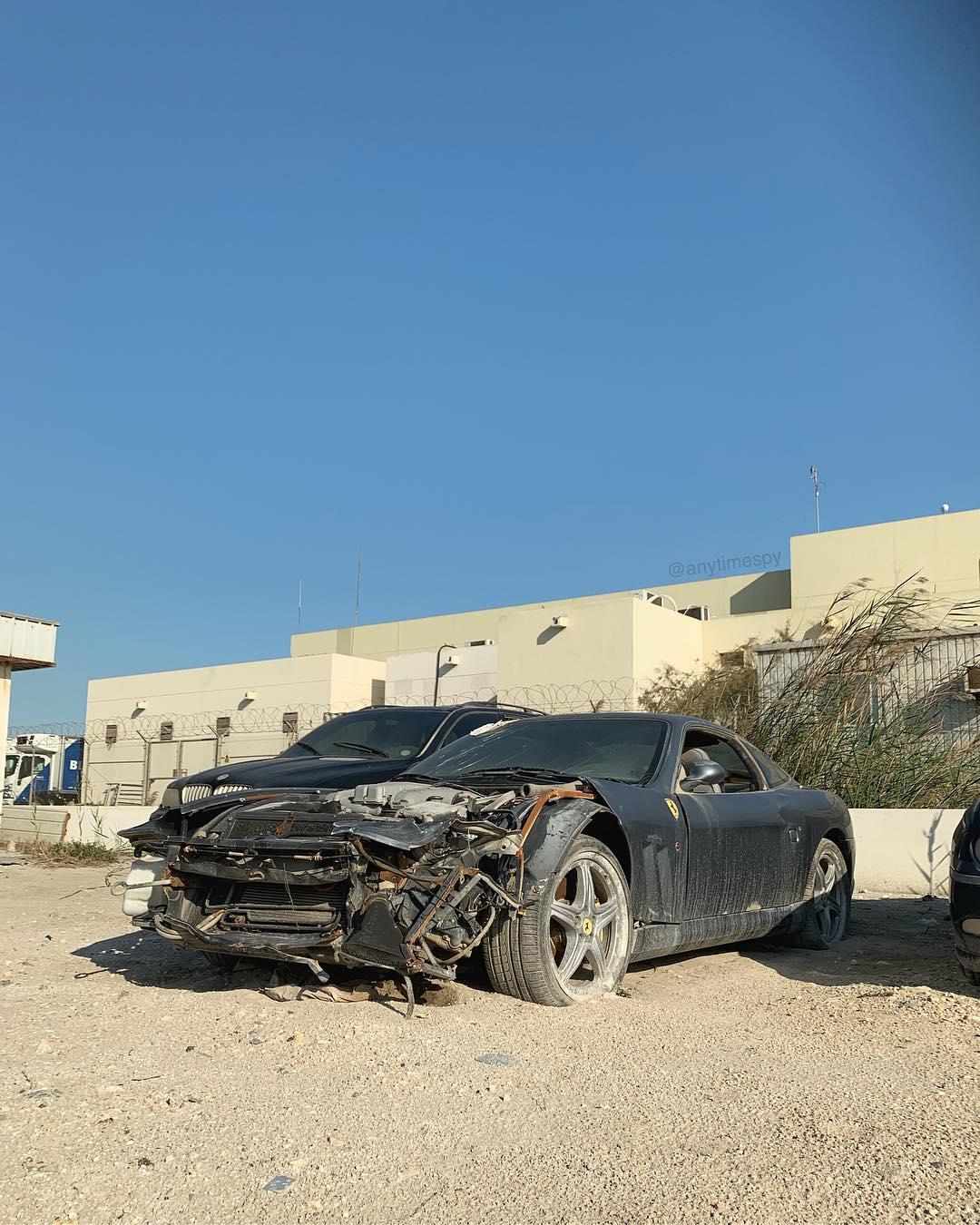 Crashed_Ferrari_575M_Maranello_0003