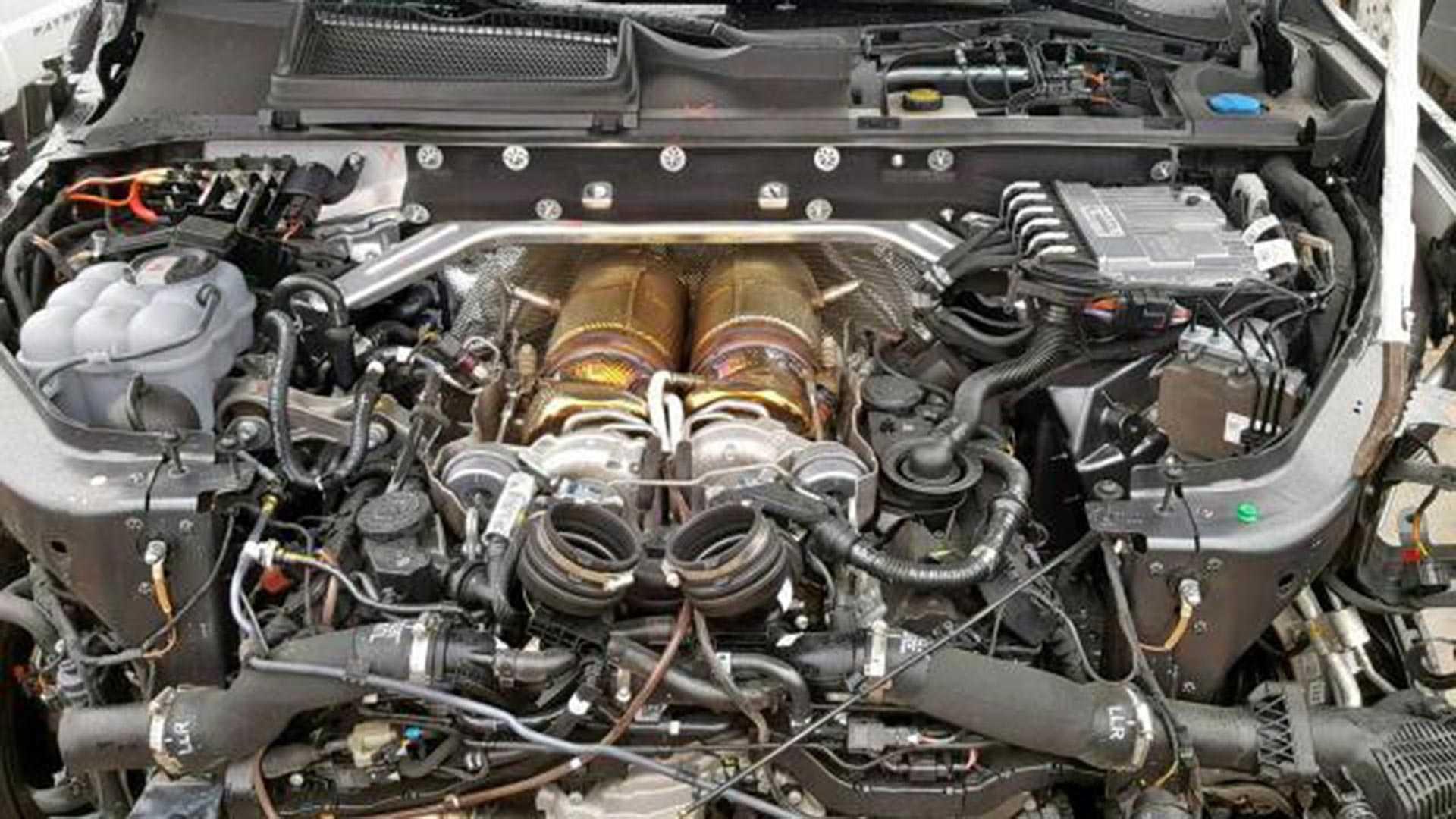 Crashed Lamborghini Urus (5)