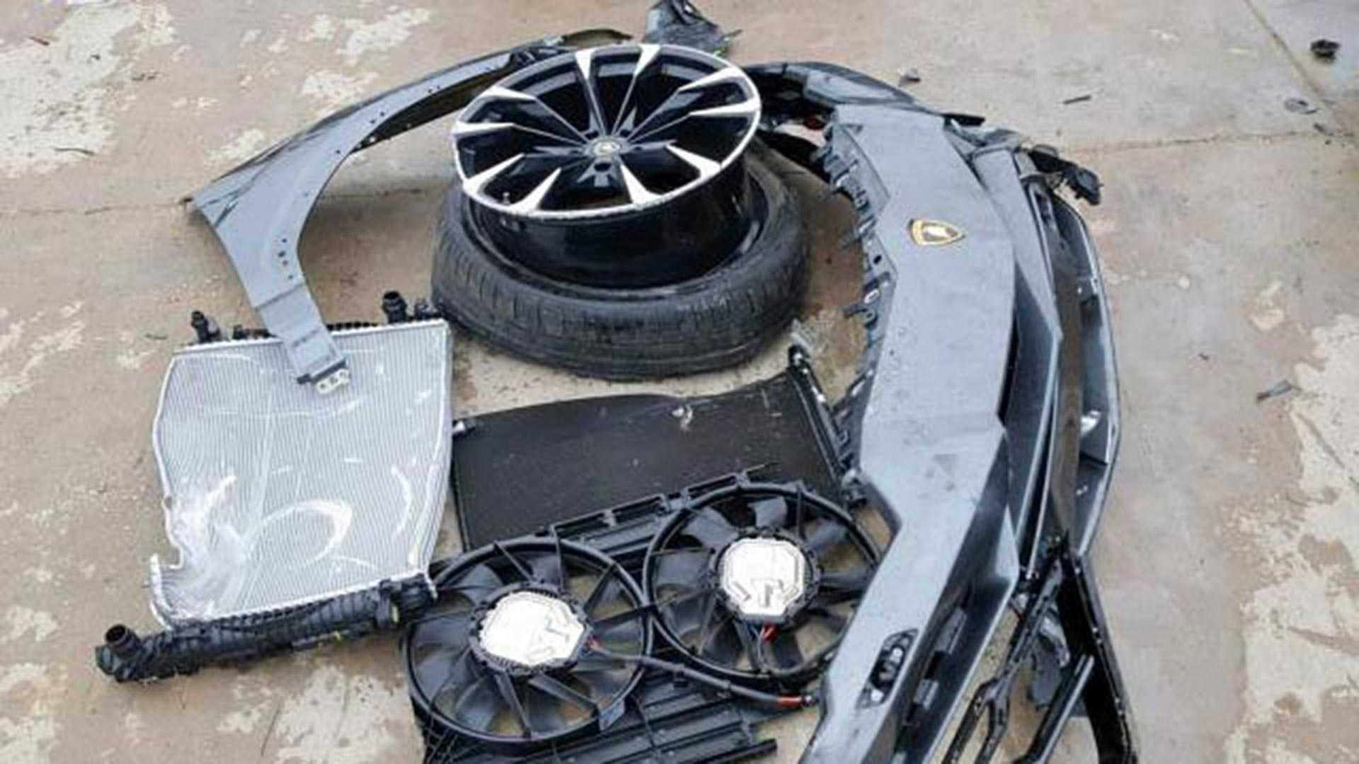 Crashed Lamborghini Urus (6)