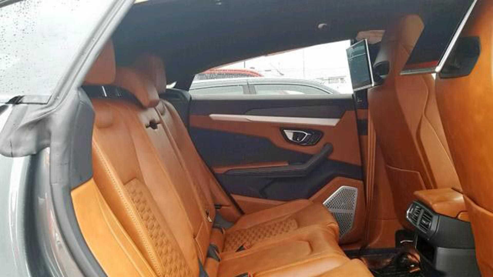 Crashed Lamborghini Urus (8)