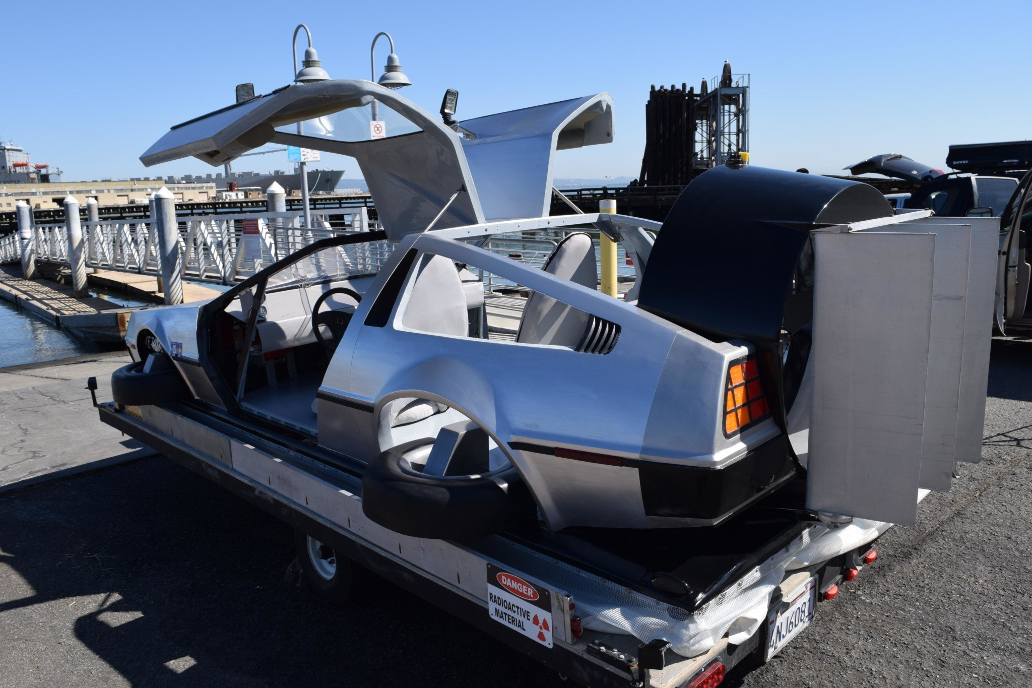 Delorean-Hovercraft-10