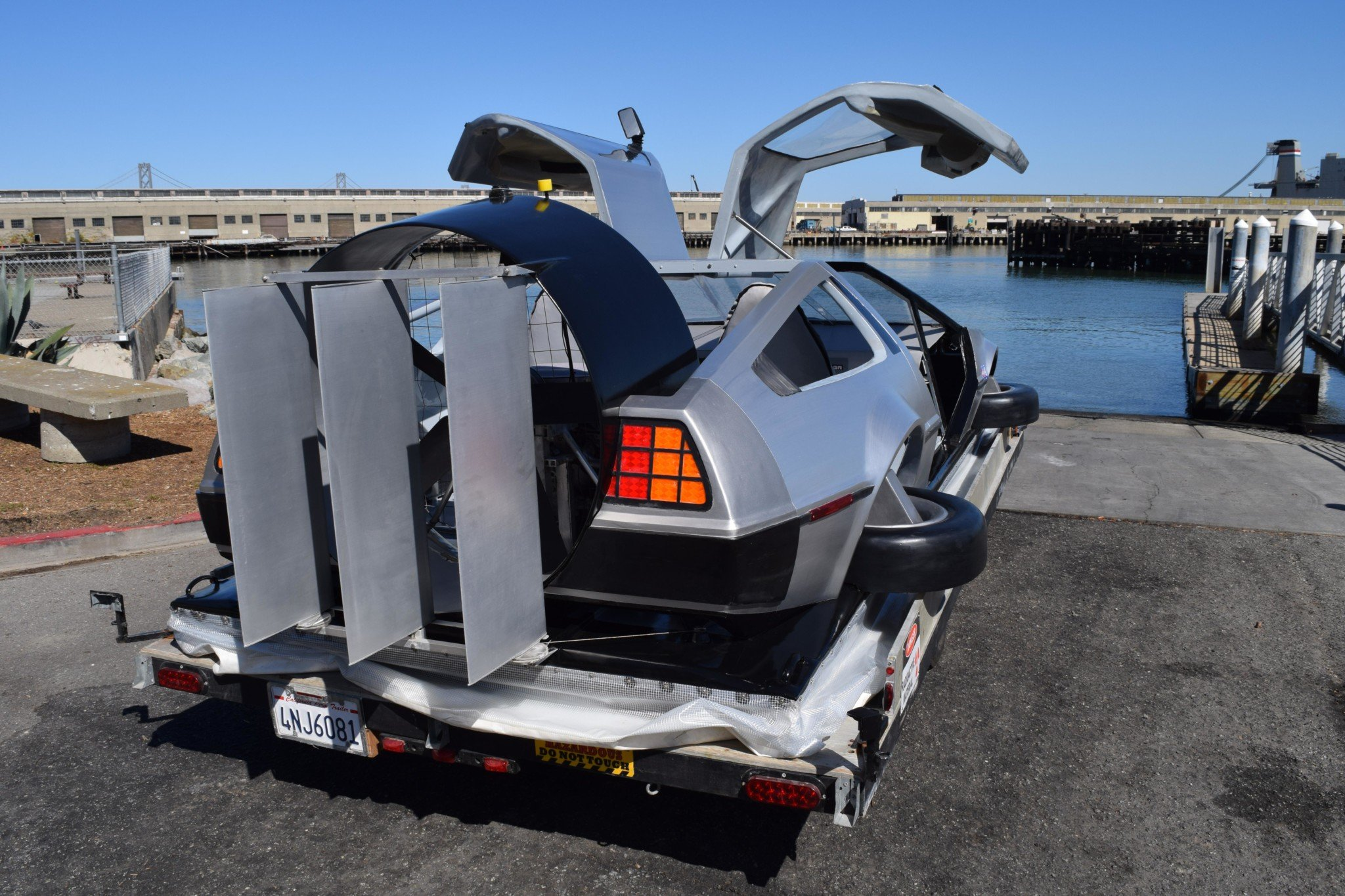 Delorean-Hovercraft-11