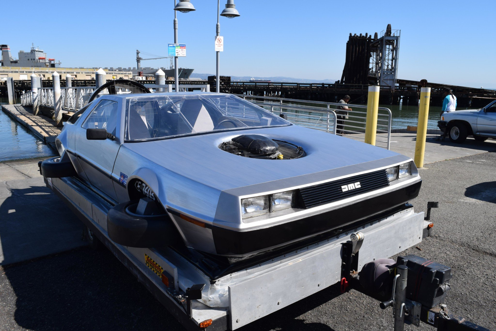 Delorean-Hovercraft-12
