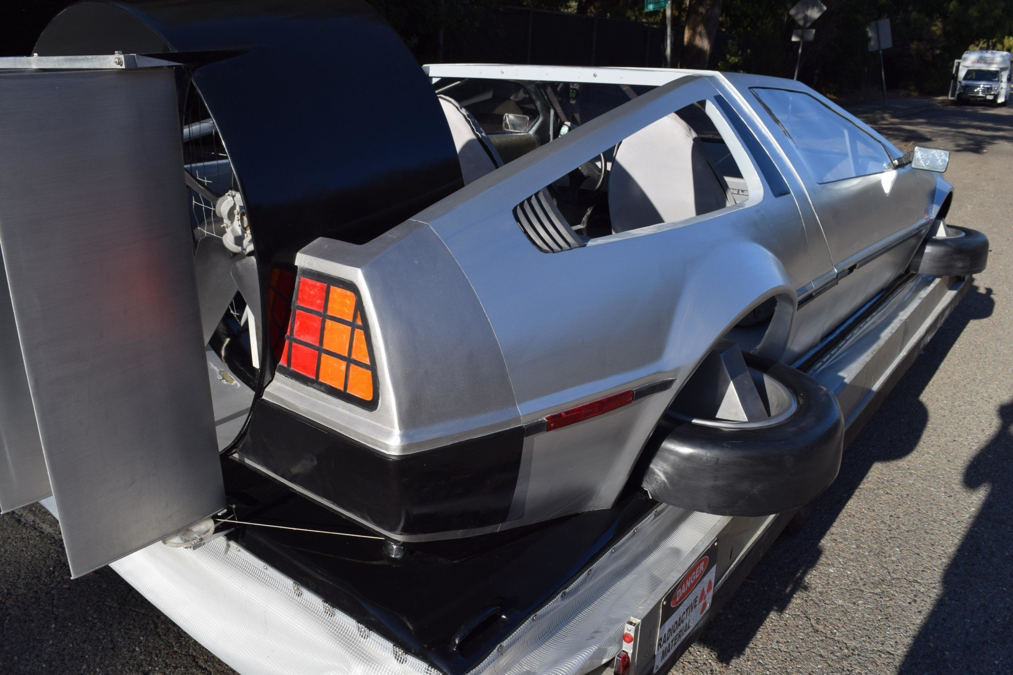 Delorean-Hovercraft-13