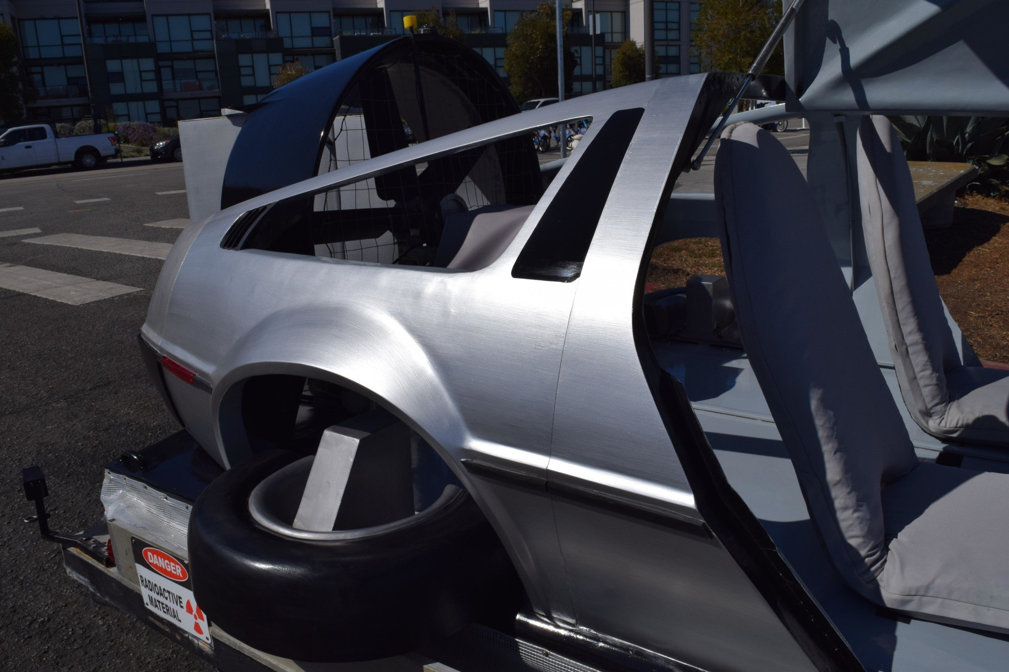 Delorean-Hovercraft-14