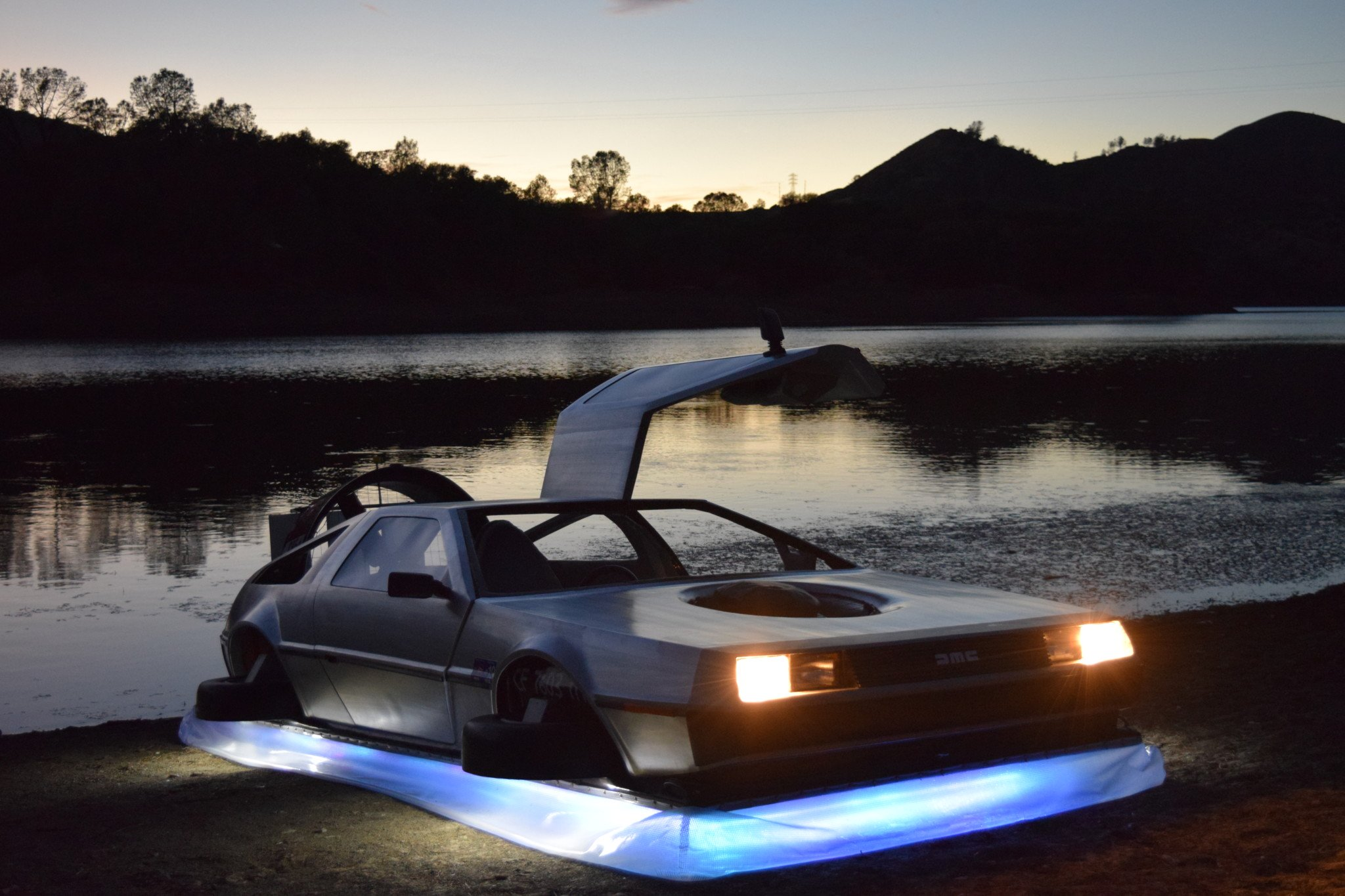 Delorean-Hovercraft-17