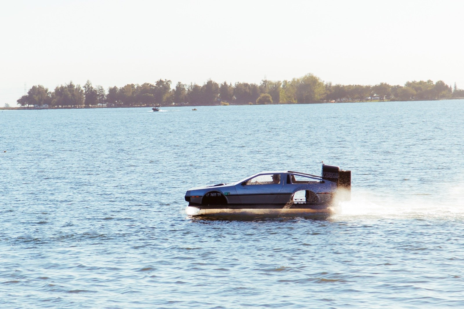 Delorean-Hovercraft-3