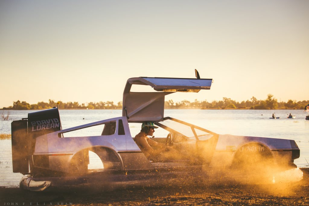 Delorean-Hovercraft-4