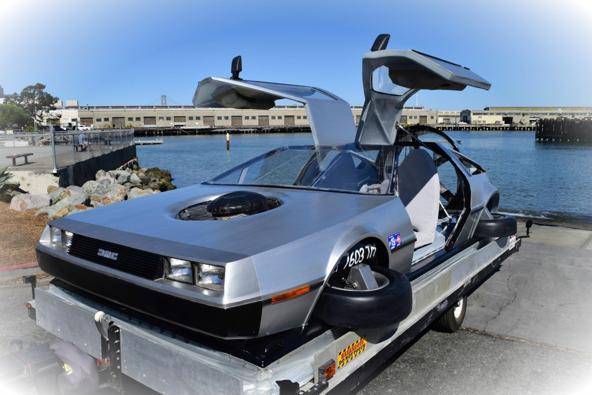 Delorean-Hovercraft-9