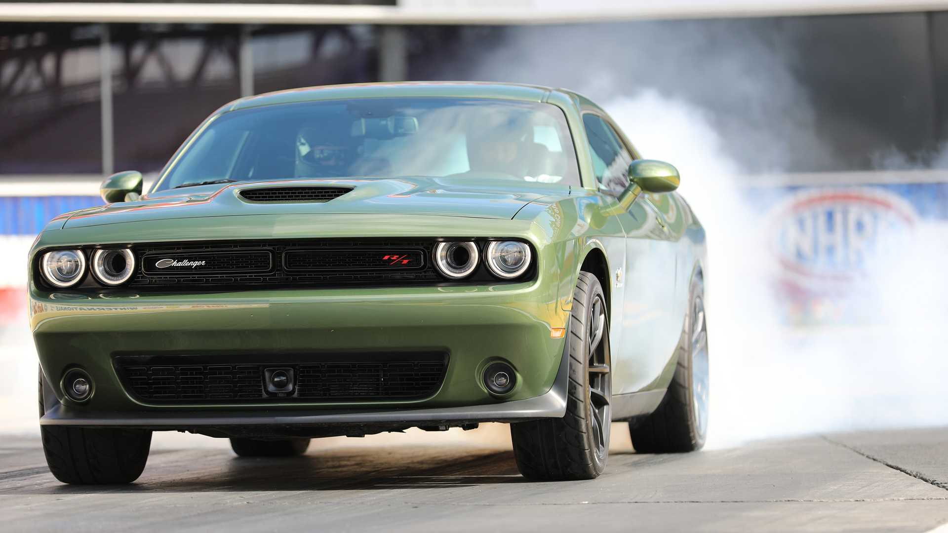 2019-dodge-challenger-r-t-scat-pack-1320-angry-bee-1