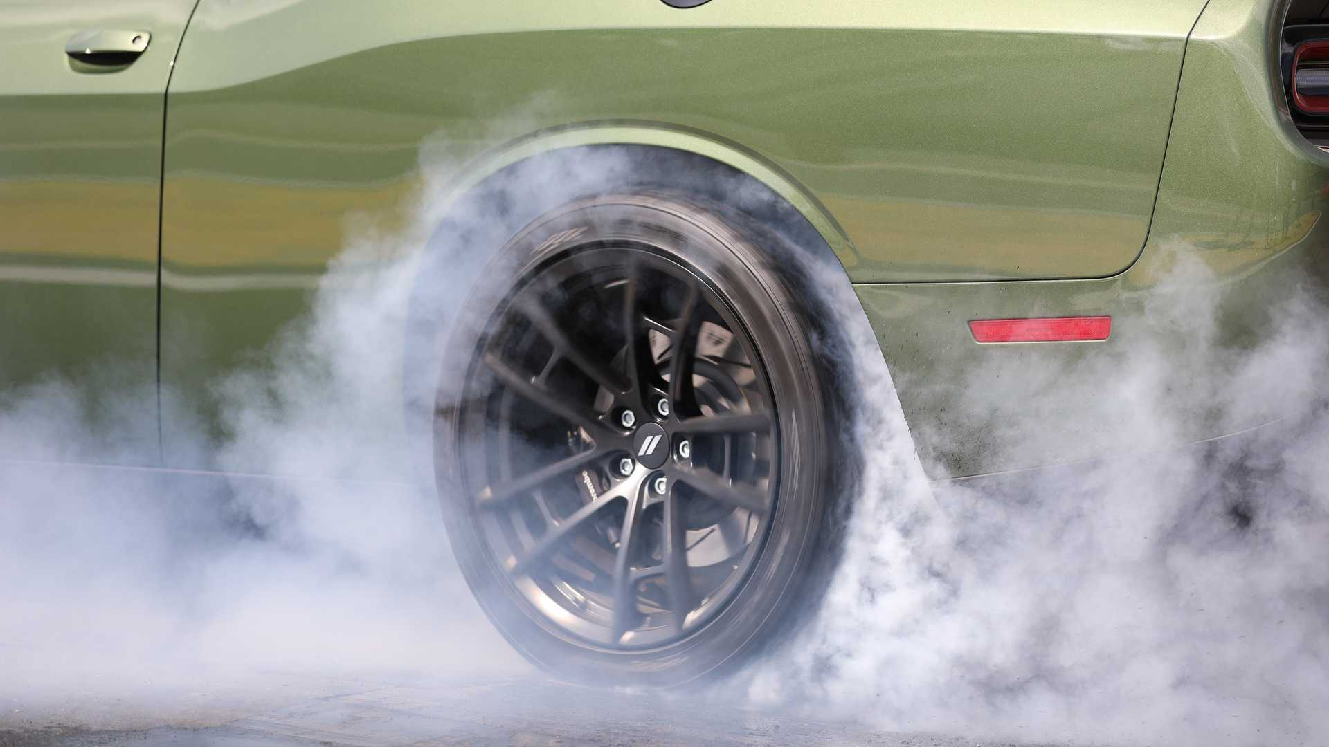 2019-dodge-challenger-r-t-scat-pack-1320-angry-bee-2