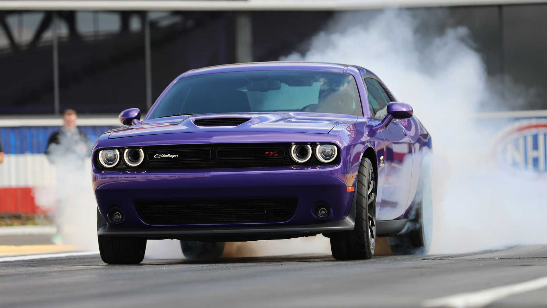2019-dodge-challenger-r-t-scat-pack-1320-angry-bee-3