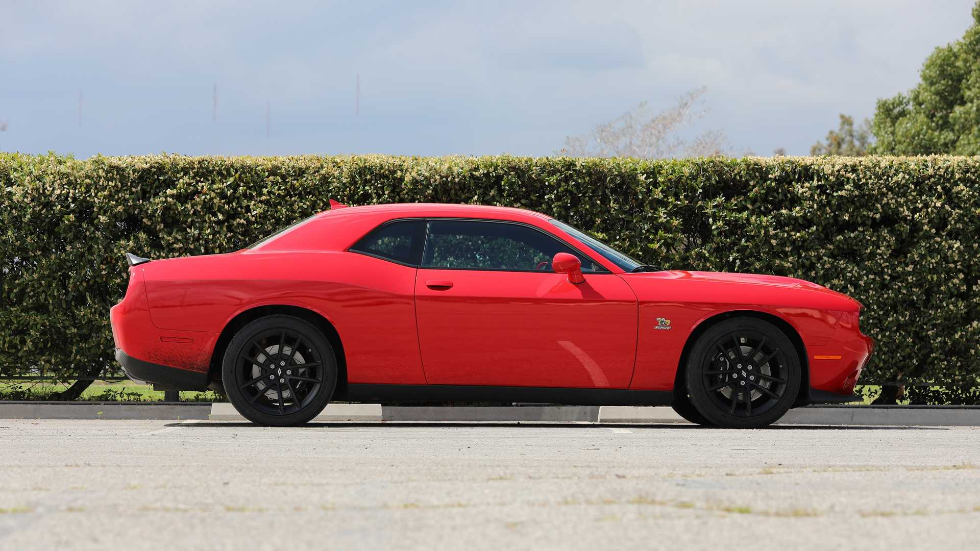 2019-dodge-challenger-r-t-scat-pack-1320-angry-bee-5