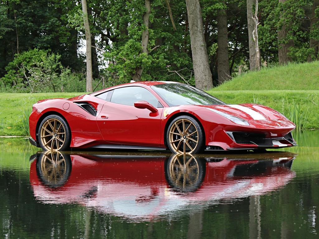 Ferrari_488_Pista_for_sale_0001