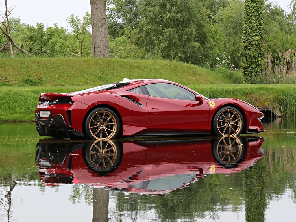Ferrari_488_Pista_for_sale_0002
