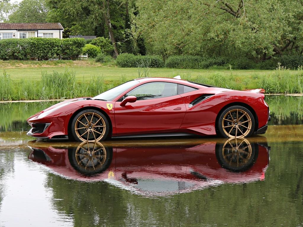 Ferrari_488_Pista_for_sale_0009