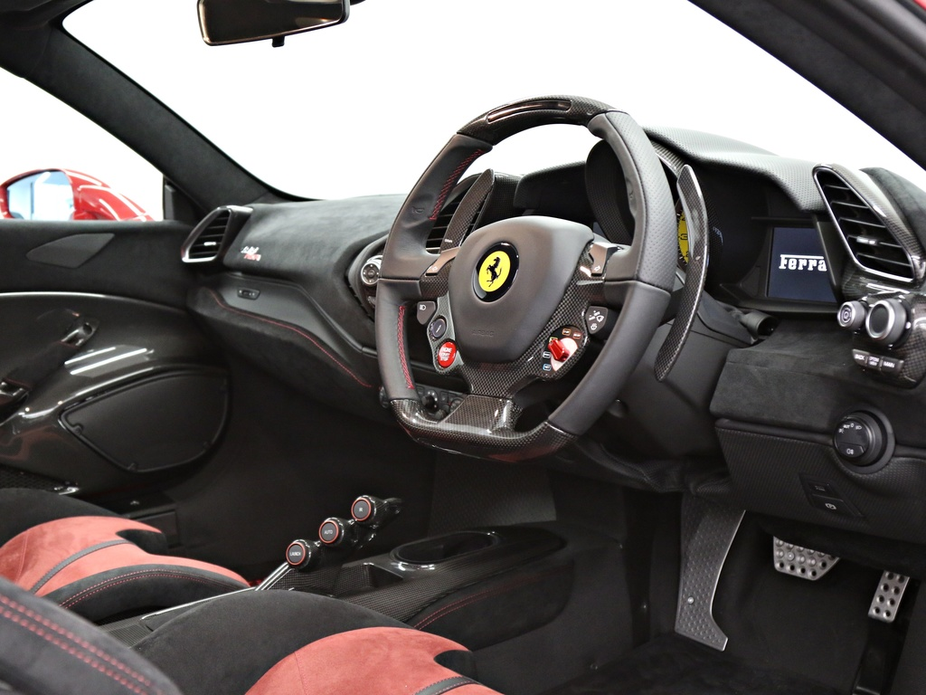 Ferrari_488_Pista_for_sale_0012