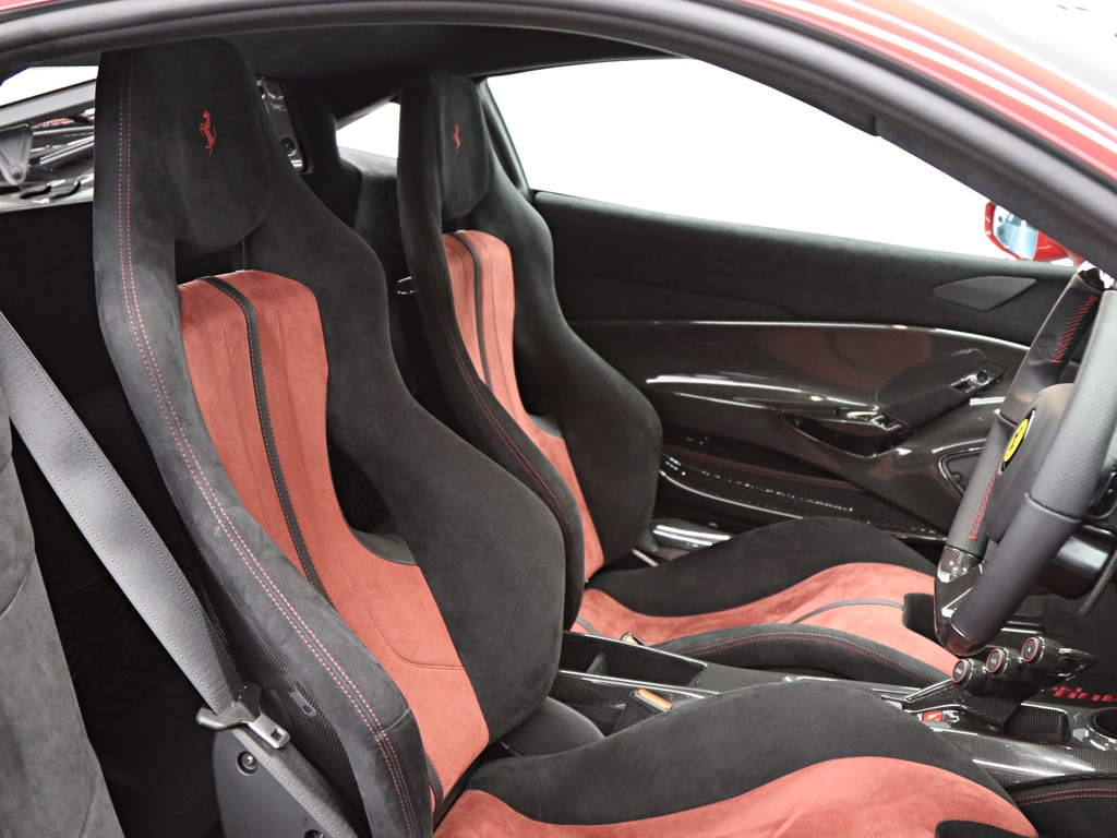 Ferrari_488_Pista_for_sale_0013