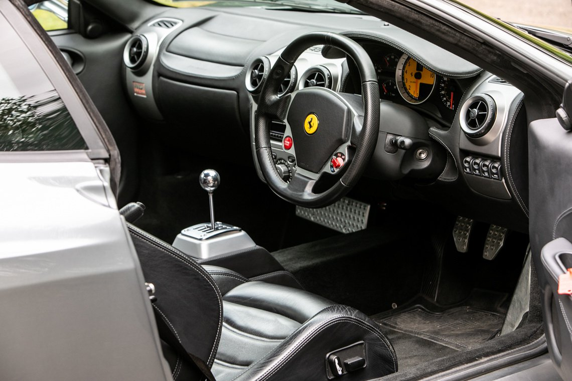 Ferrari-F430-manual-Gordon-Ramsay-11