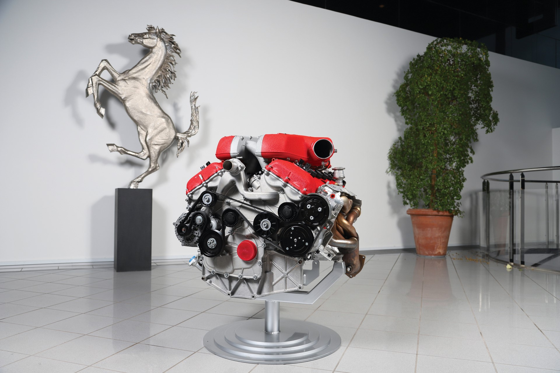 Ferrari-FF-Engine-with-Stand_0