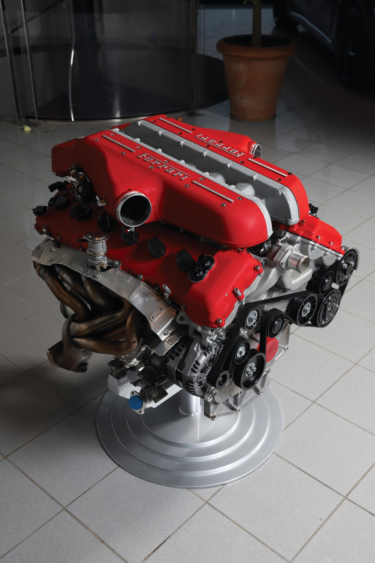 Ferrari-FF-Engine-with-Stand_1