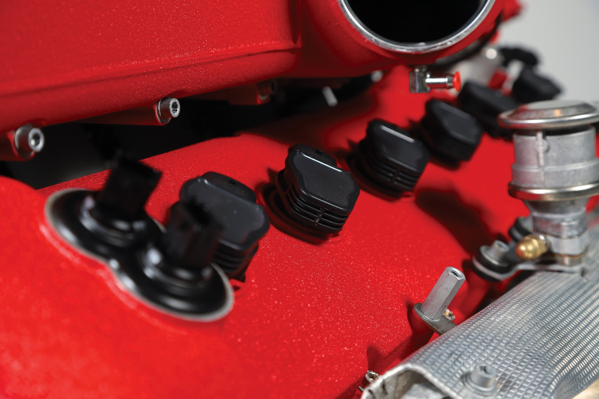 Ferrari-FF-Engine-with-Stand_4