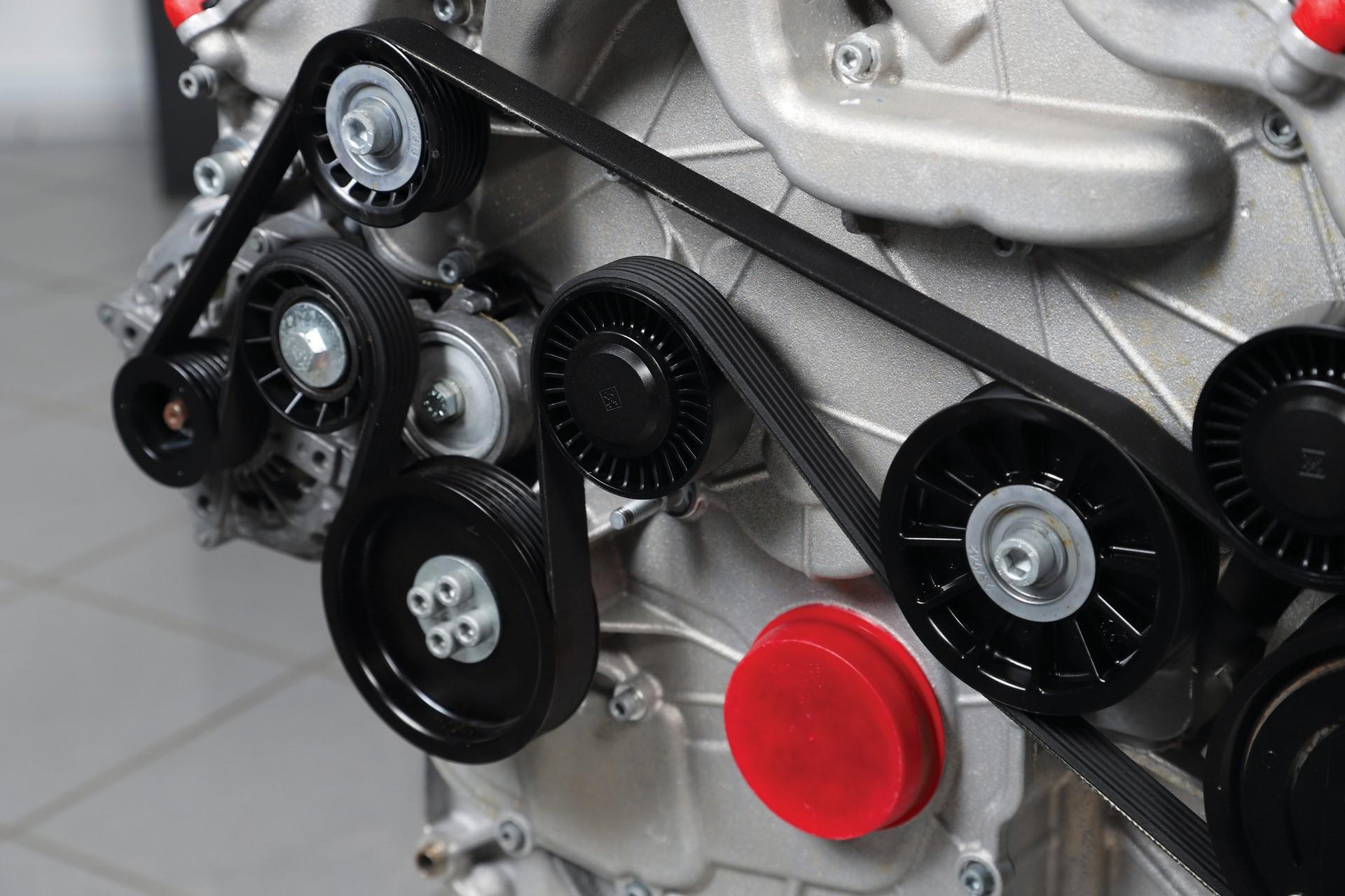 Ferrari-FF-Engine-with-Stand_9