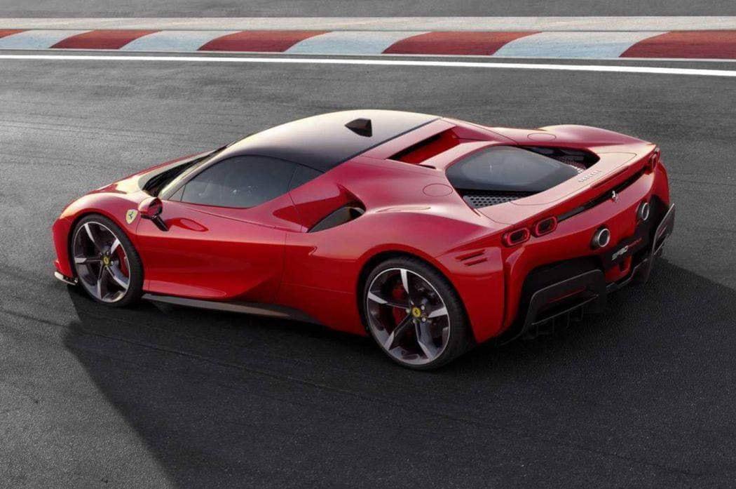 Ferrari_SF90_Stradale_leaked_0000