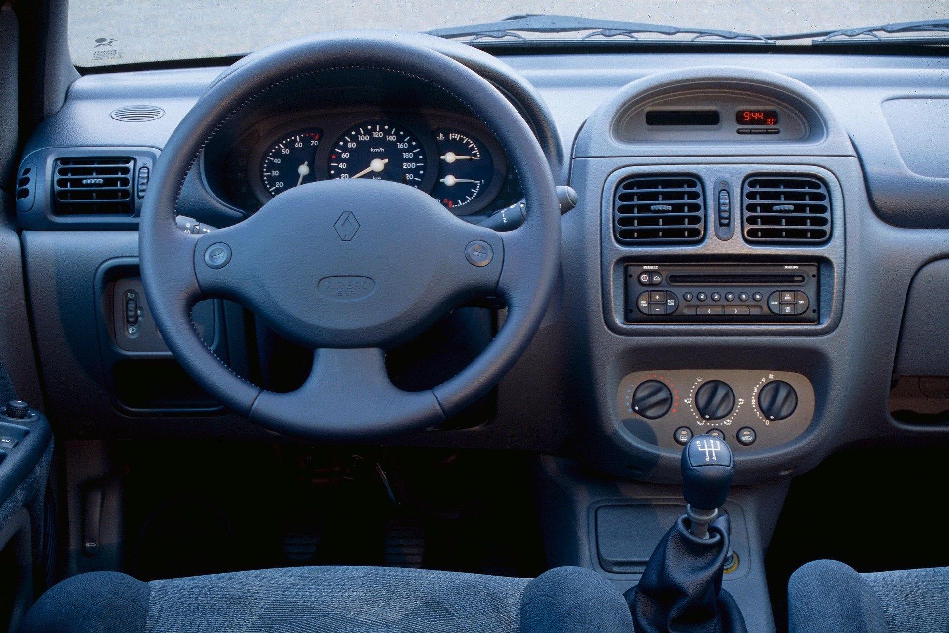 RENAULT CLIO 2 1.6 16V 3 PORTES