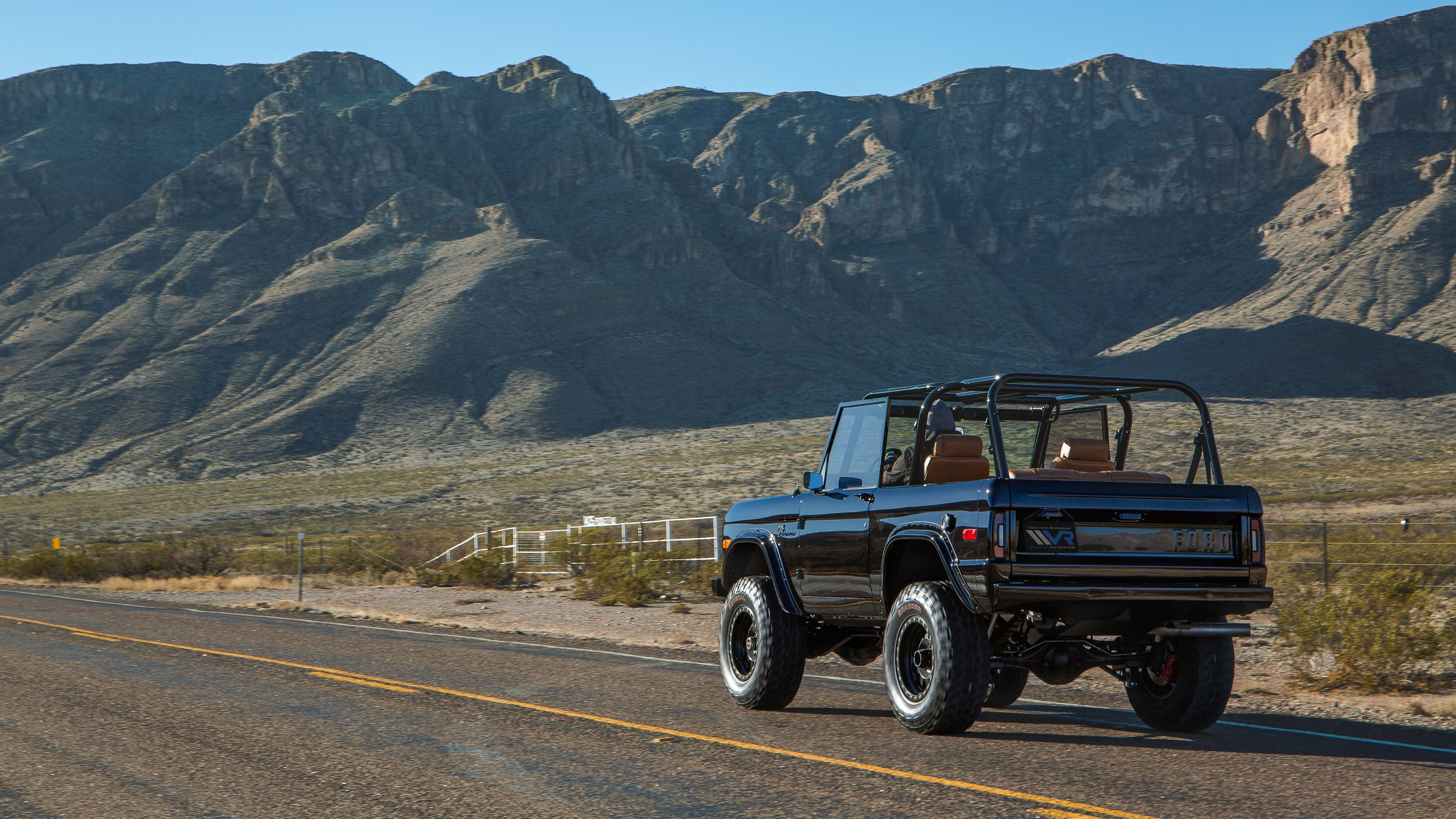 Ford Bronco 1969 by Velocity Restorations (4)