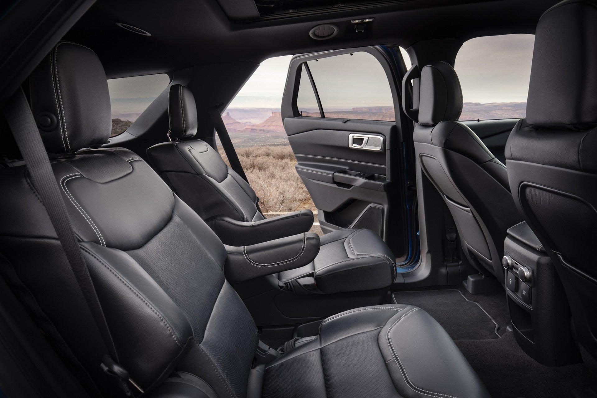 317ac38d-2020-ford-explorer-st-unveiled-18