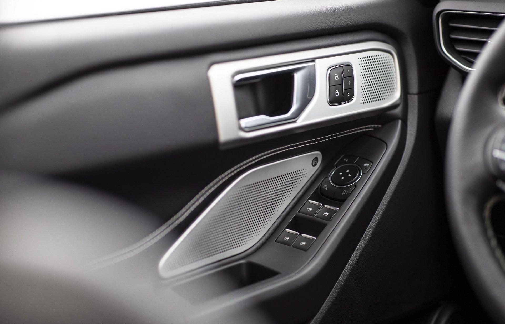 3765e08e-2020-ford-explorer-st-unveiled-16