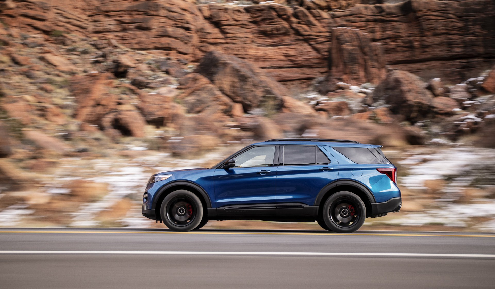 66b39330-2020-ford-explorer-st-unveiled-3