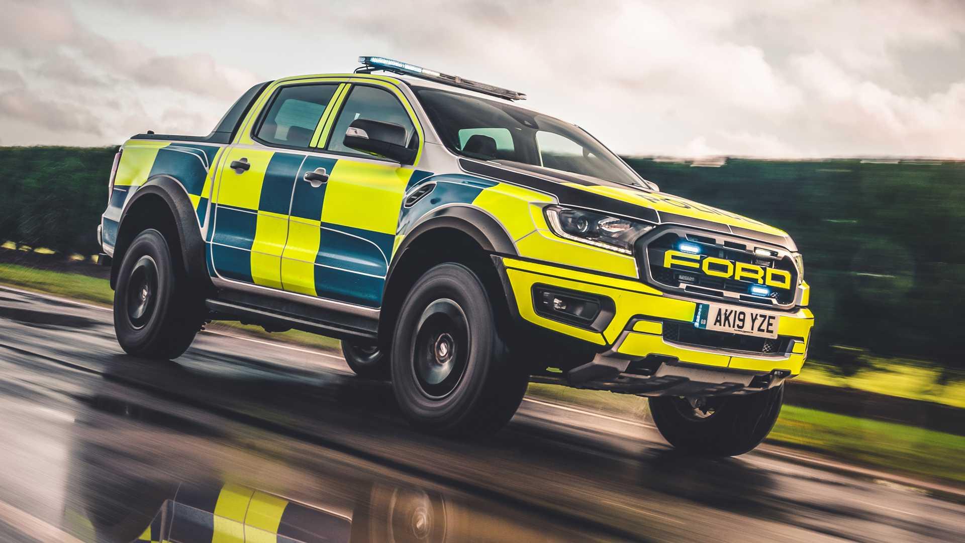 Ford-Focus-ST-and-Ranger-Raptor-UK-police-cars-11