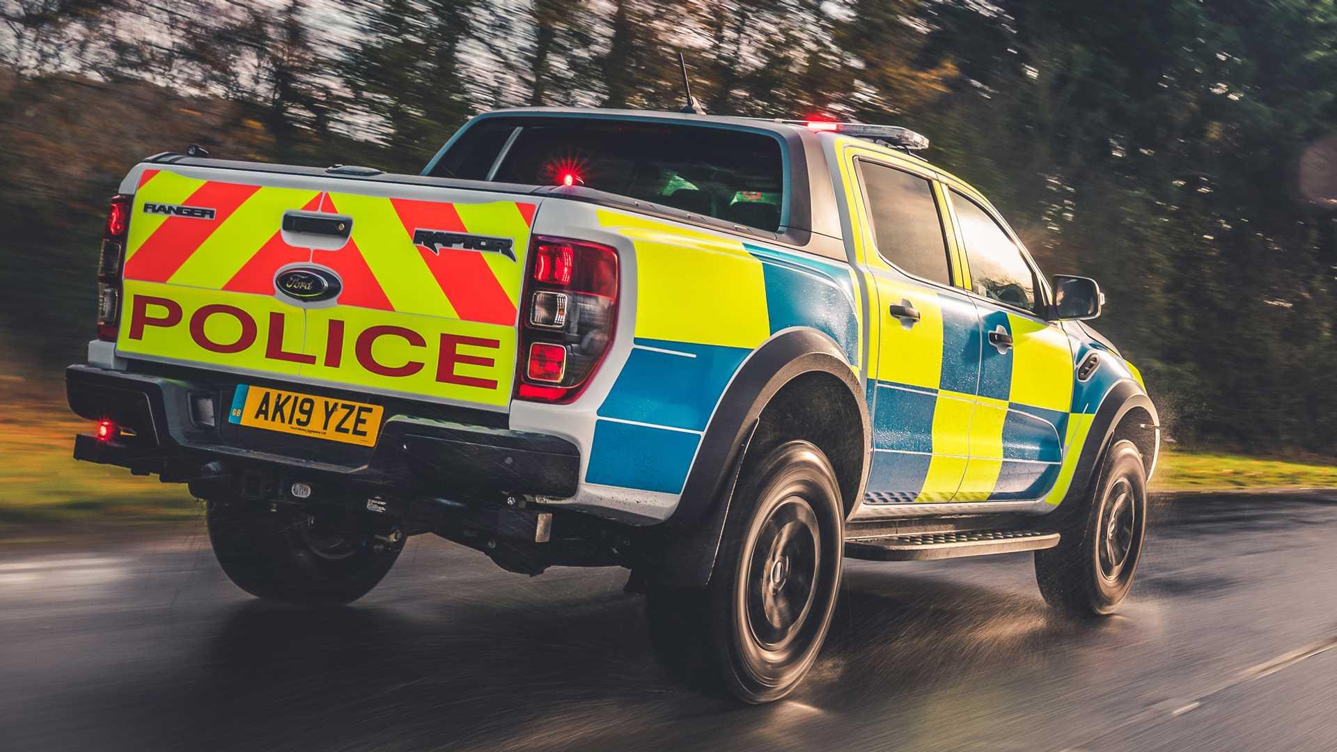 Ford-Focus-ST-and-Ranger-Raptor-UK-police-cars-13